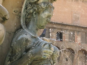 1661-14-Boob_fountain_Bologna.jpg