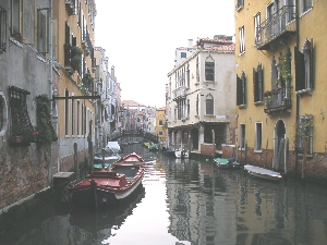 558-01-Venice_boat_2.jpg