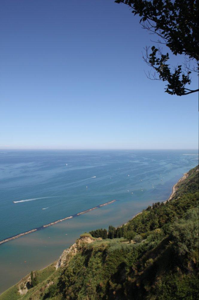 Monte San Bartolo coast.JPG