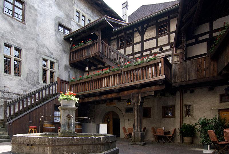 schattenburg-feldkirch-innenhof.jpg