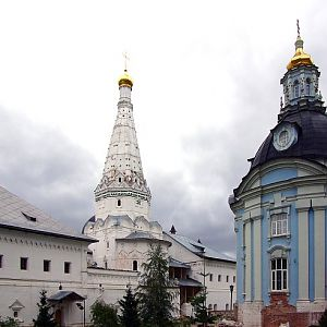 Trinity St Sergius Monastery, Church of Our Lady of Smolensk with the Carpenter Tower on the left