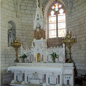 Église de Saint-Épain high altar.png