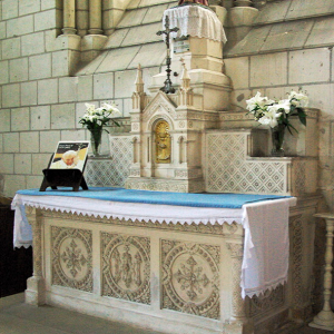 Église de Saint-Épain, north altar.png
