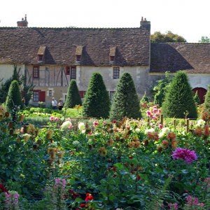 Château de Chenonceau - flower and vegetable gardens.png