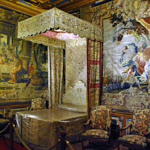 Château de Cheverny - King's bed.png