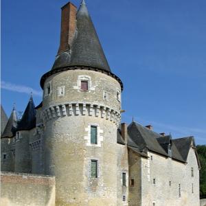 Château de Fougères-sur-Bièvre.png
