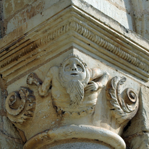 Preuilly-sur-Claise, Abbey of St-Pierre - capital.png