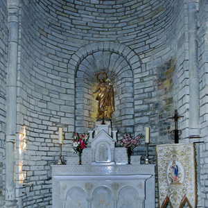 Montsalvy Abbey - south transept chapel (flash)