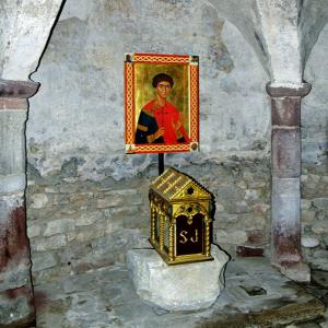 Brioude, Basilique St-Julien - Sancturaire St Julien in the crypt