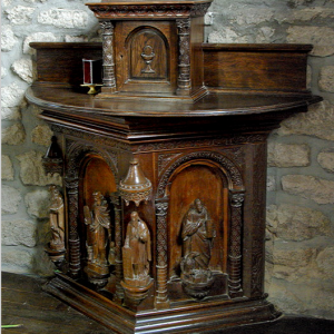 Chambles, Église St-Pierre - small wood altar at back of church