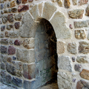 Marols, postern gate in wall