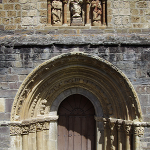 Iglesia Santa Maria la Real de Piasca - west door
