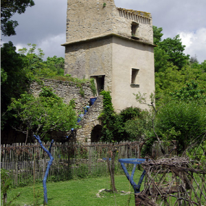 Abbaye de Villelongue - gardens and defensive tower