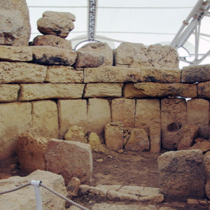 Hagar Qim - corbelling of roof in apse