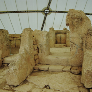 Mnajdra - entrance to central temple