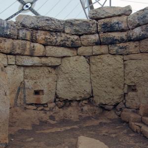 Mnajdra - corbelling in western temple