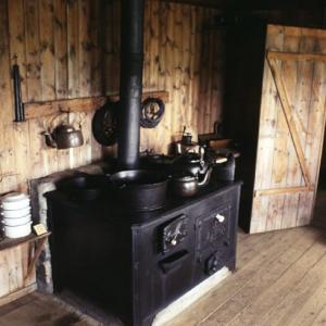 Grenjadarstadur kitchen range