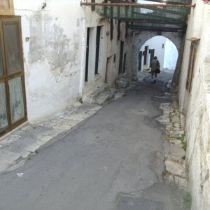 ostuni ape narrow path.JPG