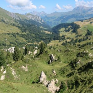 Hiking from Leiterli down to Lenk