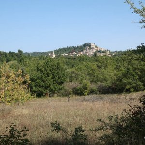 Walking from Bonnieux to Lacoste