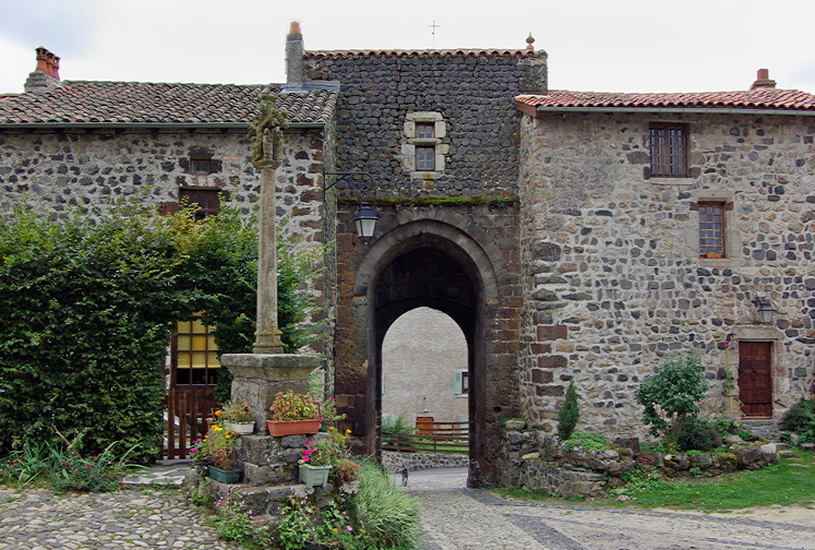Arlempdes, gateway from inside the village