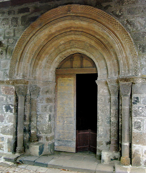 Église St-Martin-Cantalès - west door