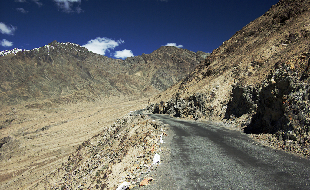 Road  on the way to the Shyok valley